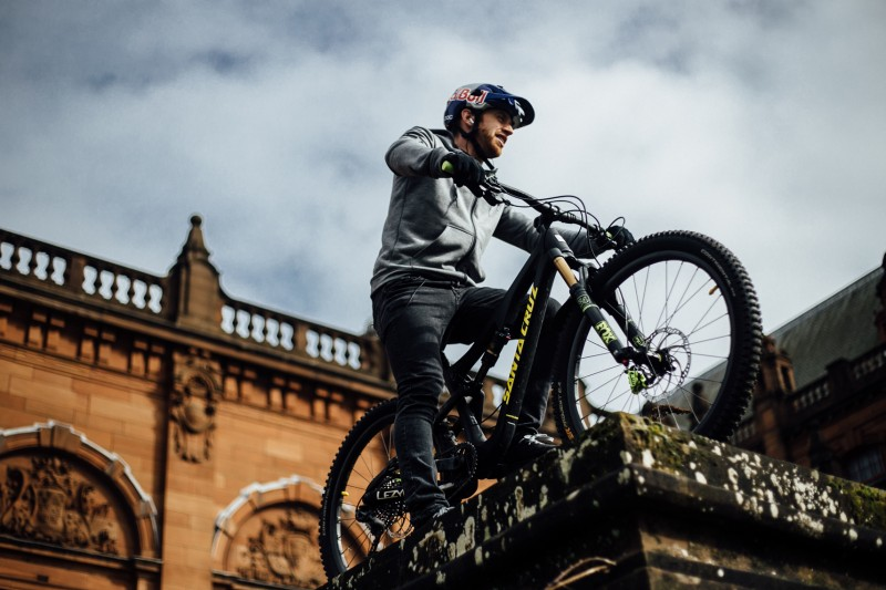 Nouvelle collection Endura One Clan avec Danny MacAskill